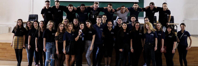 Voluntarii ASMI după ceremonia de deschidere 2019-2020, în amfiteatrul R2, Facultatea de Chimie